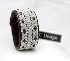 Sami bracelet *MODE *Add a unique and personal touch to your outfit! Design information * Genuine leather * Braids in pewter wire that