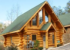 Black Bear Lodge - A lovely 2 bedroom log cabin that allows you to stay in action with local restaurants and attractions!