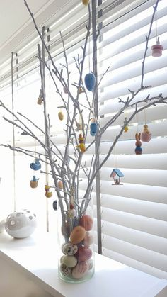 Why do we actually decorate our house with Easter? At Easter we celebrate the resurrection of Jesus after his crucifixion. Presumably old rituals and eventsfrom various cultures came together during Spring and this is celebrated on the day around the resurrection of Jesus. The Christian Easter is inspired by the Jewish Pesach or Passover, also…