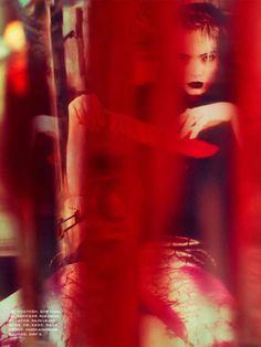 Spellbound Photographer: Txema Yeste Model: Nimue Smit Fashion Editor: Tim Lim Magazine: Numéro
