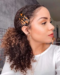Hair accessories: fashion clips and hair clips – Charme-se Cute Curly Hairstyles, Square Face Hairstyles, Night Hairstyles, Curly Hair Tips, Short Curly Hair, Short Hair Styles, Natural Hair Styles, Updo Curly, Hairstyles Videos