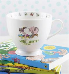 Calling all Roald Dahl fans! This gorgeous mug captures Sophie and the BFG exploring the magical Giant Country where dreams come alive. This adorable china mug would make a great gift for any BFG fan.