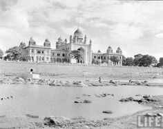 HYDERABAD Once upon a time !: Osmania Hospital, Musi History Of India, History Photos, Mughal Architecture, Art And Architecture, Vintage India, Vintage Ads, Blanket Forts, Old Hospital, Lost City