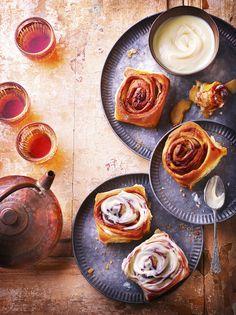 Roulés aux pommes et à la cannelle Cinnamon Rolls, Breakfast, Pancakes, Food, Arts, Table, Philly Cream Cheese, Desserts To Make, Apples