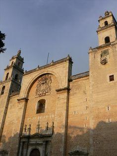 Foto de la Catedral Sagrario Metropolitana de San Ildefonso - Mérida - Yucatán - México. http://fotosdehoy.wordpress.com/2009/09/26/foto-de-la-catedral-sagrario-metropolitana-de-san-ildefonso-merida-yucatan-mexico/