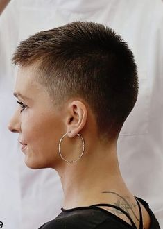 There is Somthing special about women with Short hair styles. Short Short Hair, Short Hair Shaved Sides, Women Short Hair, Buzzed Hair Women, Super Short Pixie, Short Hairstyles For Women, Short Hair Styles, Buzz Cut Hairstyles, Short Shaved Hairstyles