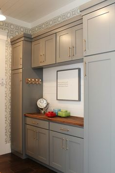 Mudroom cabinets: Network Gray by Sherwin-Williams – grey Mudroom Cabinets, Kitchen Pantry Cabinets, Grey Cabinets, Painting Kitchen Cabinets, Wall Pantry, Kitchen Pantry Design, New Kitchen, Kitchen Decor, Farmhouse Style Kitchen