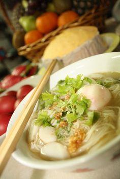 Sesame Oil Mee Sua with Hard Boiled Egg Recipe | BakePlans.com