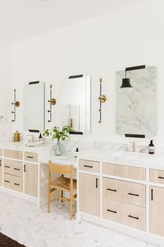 Bathroom with custom double vanity with natural wood and marble, black ha. Master Bathroom with custom double vanity with natural wood and marble, black ha.Master Bathroom with custom double vanity with natural wood and marble, black ha. Trendy Bathroom, Modern Bathroom Design, Bathroom Vanity, Bathroom Interior, Small Bathroom, Modern Lake House, White Bathroom, Amazing Bathrooms, Bathroom Decor