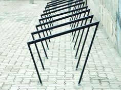 Portabici in acciaio EDGETYRE by mmcité 1 | design David Karasek, Radek Hegmon