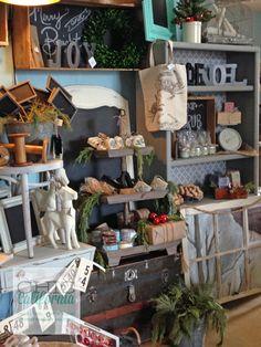 shopdisplay2 Boutique San Francisco, Vintage Store Displays, Vintage Display, Antique Booth Displays, Vintage Market, Vintage Shops, Booth Decor, Shop Window Displays, Retail Displays