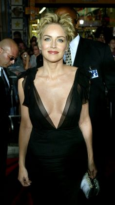 An Ode to Sharon Stone's Underrated Style Hollywood Glamour, Old Hollywood, Sharon Stone Hairstyles, Sharon Stone Short Hair, Beret Rouge, Sharon Stone Photos, Beautiful People, Beautiful Women, Actrices Hollywood