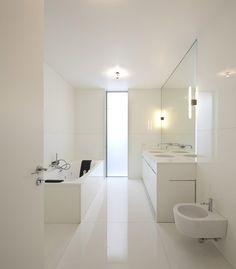7x hagelwitte badkamers Roomed | roomed.nl