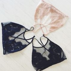 LF Eyelash Bra Gorgeous Bralette from LF •Navy •Mesh & Lace details •Hook closure on back •Adjustable straps Size L LF Intimates & Sleepwear Bras