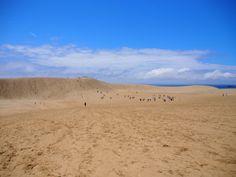 Dunas de arena y océano al fondo en Tottori.