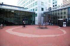 Studie aan de factulteit voor Economische Wetenschappen van de UvA Amsterdam, Basketball Court, Places, Life, Give Thanks, Lugares