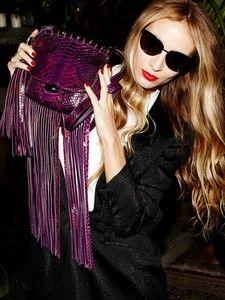 Gucci流蘇狂潮席捲春夏 邀搖滾DJ潮女拍短片舞動時髦 Gucci, Fashion News, Sunglasses Women, Halloween Face Makeup, Stylish, Shoes, Italian Fashion, Create, Musica