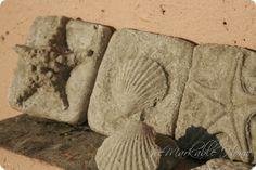 Sand cast sea shells (tutorial) A craft done at the beach Seashell Crafts, Beach Crafts, Seashell Art, Diy Crafts, Coastal Style, Coastal Decor, Mosaic Projects, Craft Projects, Driftwood Projects
