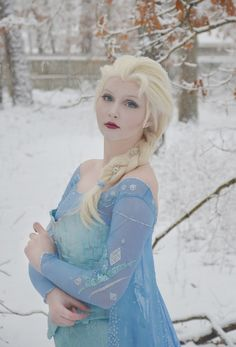 """""""This Teenage Girl Pulled Off Some Of The Best """"Frozen"""" Cosplay You'll Ever See"""": Elsa, the Snow Queen Frozen Cosplay, Elsa Cosplay, Frozen Costume, Disney Cosplay, Cosplay Girls, Cosplay Costumes, Woman Costumes, Cosplay Diy, Cosplay Ideas"""