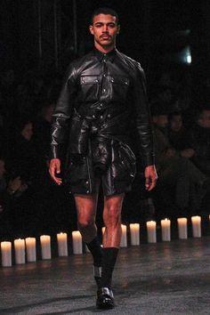 Givenchy Fall/Winter Men's Show Fashion Photo, Fashion Art, Men Fashion, Fashion Design, Fashion Trends, Leather Fashion, Leather Men, Leather Jacket, Crazy Runway Fashion