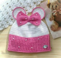 Crochet kids beanie hooks new Ideas Crochet Baby Bonnet, Crochet Baby Boots, Crochet Baby Sandals, Crochet Cap, Crochet Girls, Crochet Baby Clothes, Crochet Slippers, Crochet For Kids, Crochet Stitches