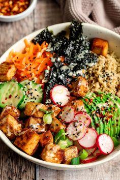 Tofu Quinoa Sushi Bowl - UK Health Blog - Nadia's Healthy Kitchen Tofu Sushi, Quinoa Sushi, Veggie Sushi, Sushi Bowl, Tofu Recipes, Whole Food Recipes, Vegetarian Recipes, Dinner Recipes, Healthy Recipes