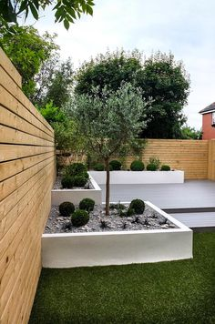Here is a smart idea to create a small, low maintenance garden: Fill your garden bed with stones! By adding some low-maintenance plants you created a adorable garden within less than one hour. This minimalistic garden is designed by J B Landscapes LTD Low Maintenance Garden Design, Low Maintenance Landscaping, Small Space Gardening, Small Gardens, Small Garden Layout, Back Garden Design, Minimalist Garden, Minimalist Style, Mediterranean Garden