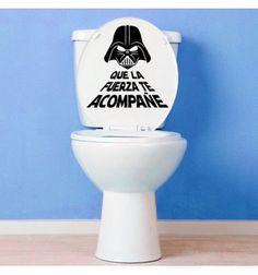 Vinilo barato decorativo de star wars con la frase Que la fuerza te acompañe y la imagen de Darth Vader. Pegatina de star wars para el retrete del baño.