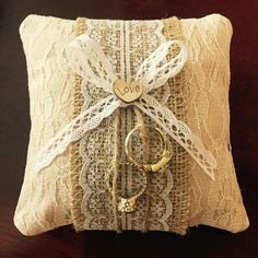 Weddingpillowforrings
