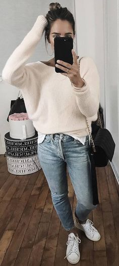 cozy outfit white sweater   jeans   sneakers   bag