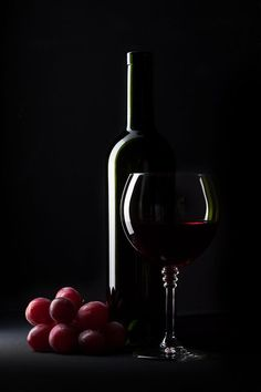 Grapes To Wine ~ Photo by. Glass Photography, Still Life Photography, Creative Photography, Art Du Vin, Vodka, Kreative Portraits, Photographie Portrait Inspiration, Still Life Photos, Wine Art