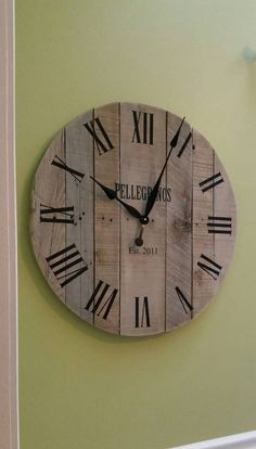 30 Rustic Wall Clock Pallet Clock Large Wall Clock by Haleyjunebug Rustic Wall Clocks, Unique Wall Clocks, Wood Clocks, Rustic Walls, Diy Wall Clocks, Antique Clocks, Art Projects For Adults, Diy Art Projects, Pallet Clock