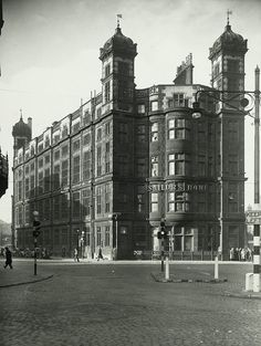 Liverpool Picturebook a site featuring a collection of old photographs and pictures of Liverpool, and Liverpool History, updated regularly. The history of Liverpool in Pictures Liverpool Town, Liverpool Docks, Liverpool History, Liverpool England, Gloucester Street, Anglican Cathedral, Scotland History, Historical Pictures, Old Photos