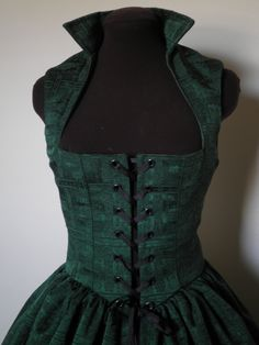 Emerald Green Celtic Irish Renaissance Over Gown Dress bust 35 inches waist 30 in READY to SHIP. Renaissance Festival Costumes, Medieval Costume, Medieval Dress, Celtic Clothing, Renaissance Clothing, Renaissance Fair, Beautiful Costumes, Fantasy Costumes, Historical Costume