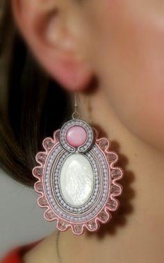 Bridal Earrings Soutache Jewelry Pink by HeriniasJewelryChest Gems Jewelry, Pandora Jewelry, Beaded Jewelry, Jewelery, Soutache Pattern, Soutache Tutorial, Soutache Earrings, Bridal Earrings, Bijoux Shabby Chic