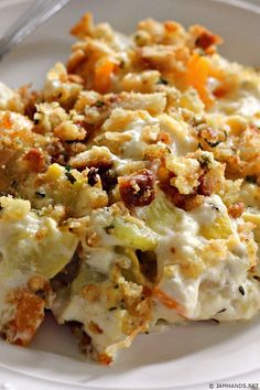 Cheesy Squash Casserole is a comforting side dish full of vegetables with a buttery, crunchy topping. I've had a similar version of this recipe I've used for years. It is an easy and delicious side dish! Veggie Side Dishes, Vegetable Dishes, Food Dishes, Diabetic Side Dishes, Yellow Squash Recipes, Summer Squash Recipes, Casserole Dishes, Casserole Recipes, Easy Squash Casserole
