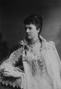 Late 1800s: Upscale chokers are markers of the elite. | The Secret (And Not So Secret) History Of Choker Necklaces
