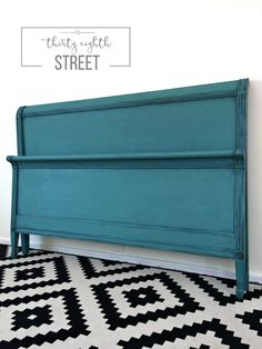 Get Inspired By These 20 Diy Chalk Furniture Designs Distressed Furniture chalk Designs DIY Furniture Inspired Chalk Paint Bed, Best Chalk Paint, Chalk Paint Colors, Chalk Paint Projects, Chalk Paint Furniture, Chalk Painting, Refinished Headboard, Headboard Makeover, Painted Headboard