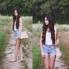 Pull & Bear Necklace, Pull & Bear Blouse, Zara Bag, Levi's® Shorts, Zara Sandals