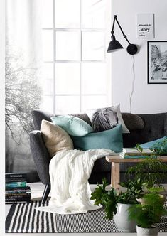 Cozy decor of the stay for a warm atmosphere My Living Room, Living Room Interior, Home And Living, Living Place, Best Interior Design, Interior Design Inspiration, Style At Home, Magazine Deco, Scandinavian Home