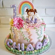 What a cute birthday cake for Chiara's 10th! By @lulukaylacupcake!