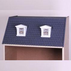 Das aufklappbare Dachgeschoss (90110) zur MODUL-BOX (90100). Das Dach kann, wie abgebildet, mit den einfach verlegbaren Dachschindeln (70050 und 70055)  oder alternativ mit den Dachpfannen (70040 und 7045) gedeckt werden. Die abgebildeten weißen Dachgauben (50371) oder die Nauturholzgauben (50370) stellen eine sehr schöne Ergänzung dar.