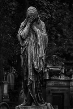do a living statue project of a graveyard angel. Cemetery Monuments, Cemetery Statues, Cemetery Art, Art Sculpture, Sculptures, Statue Ange, Old Cemeteries, Graveyards, Cemetery Angels