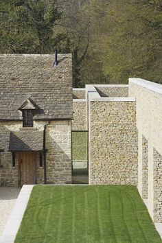 graphic lines, striped lawn and Cotswold stone - Found Associates