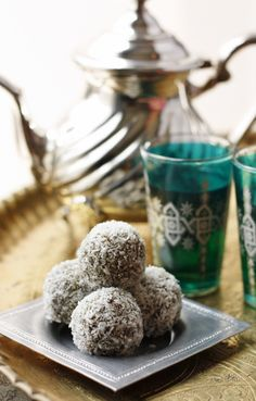 Date Truffles ~ an easy and impressive sweet made from dates, pistachios, shredded coconut, orange blossom water & honey {Middle Eastern recipes} Arabic Sweets, Arabic Food, Eid Food, Delicious Desserts, Dessert Recipes, Dessert Ideas, Eastern Cuisine, Ramadan Recipes, Middle Eastern Recipes