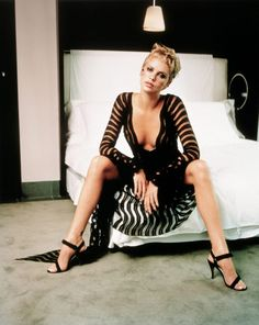 Charlize Theron is a South African/American actress and model known for The Devil's Advocate, Mighty Joe Young, The Cider House Rules and Mad Max: Fury Road Charlize Theron Photos, Charliez Theron, Atomic Blonde, Dita Von Teese, Celebs, Celebrities, Up Girl, Scarlett Johansson, Sexy Poses