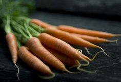 Whole, raw carrots contain a unique fiber that helps detox bad hormones. Learn why and how you should eat a raw carrot a day for better hormones.