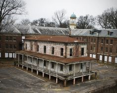 Abandoned Military Hospital in Memphis. What a waste to let such beautiful buildings go to ruins. Abandoned Buildings, Abandoned Property, Abandoned Asylums, Old Buildings, Abandoned Places, Abandoned Castles, Abandoned Hospital, Haunted Places, Spooky Places
