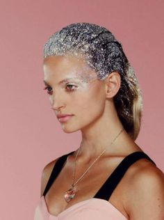 2015 Hair trends: Today we're looking at the forecast for new hair trends in 2015. This year is about light. Glitter hair and Neons hair dyes...