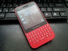 Mobiles, Blackberry Phones, Anime Music, Son Luna, Mobile App Design, Gaming Setup, Board Ideas, Smartphone, Gadgets